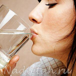 1271595486_woman_drinking_water.jpg
